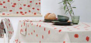 tafelkleed met klaprozen van linnenlook stoffen
